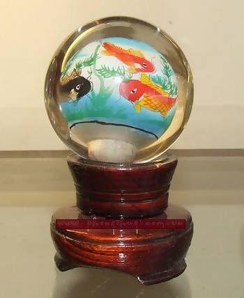 Đặt cầu thủy tinh hình cá chépđem lại sự thịnh vượng, giải trừ hung khí